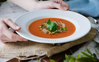 Tomatová polévka s bazalkovým pestem