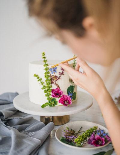 Zdravý dort s jedlými květy