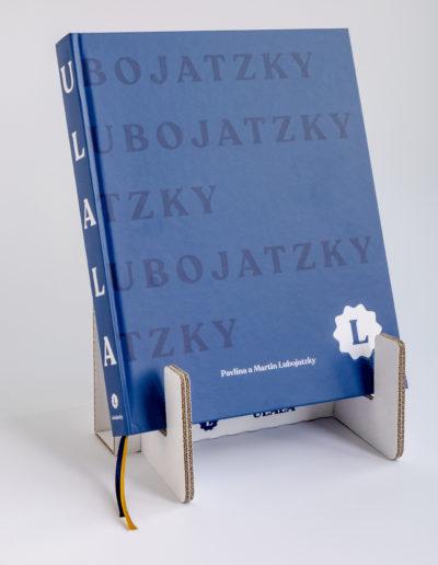 stojanek a kniha